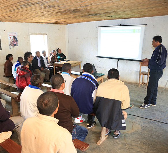Photo of a community meeting at Ambatovy